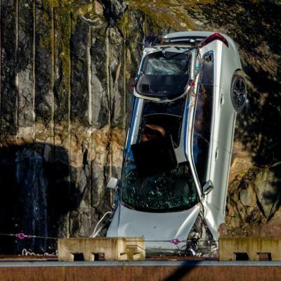 Xe Volvo được thả rơi tự do để diễn tập cứu hộ
