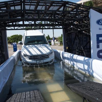 Ford SUV Drive 2020 Khởi Động